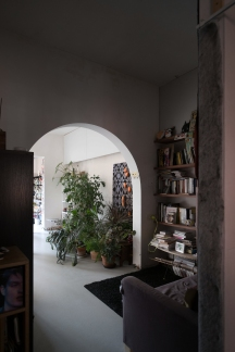 Library situated in the core of the apartment